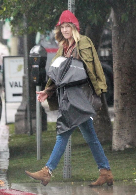 Ali Larter - Heads Out on a Rainy Day to Pick Up a Dress in LA 01/31/2019