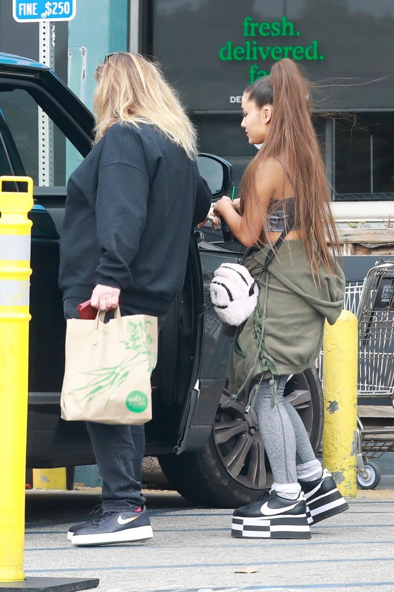 ariana grande grocery shopping at whole foods in west