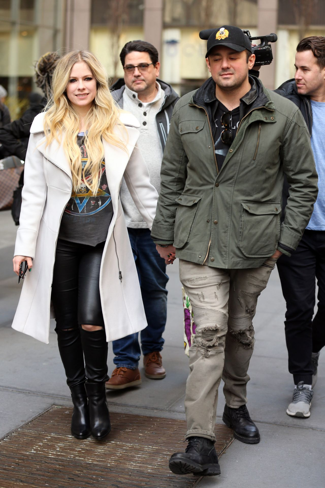 Avril Lavigne Is Stylish Leaving Sirius Radio In Nyc 02