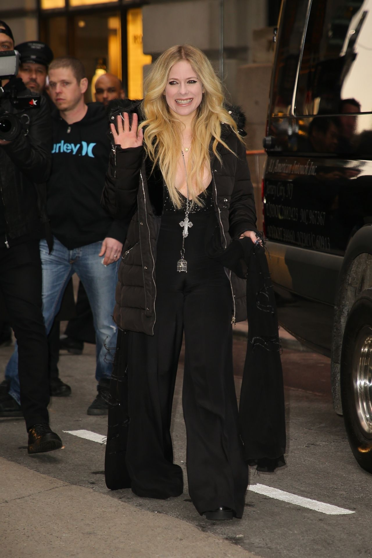 Avril Lavigne Winter Style Leaving Her Hotel In Nyc 02