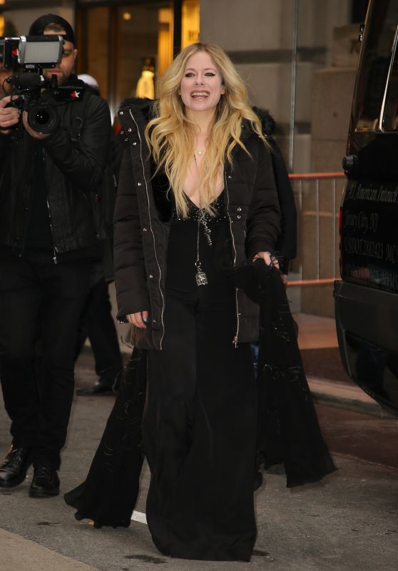 Avril Lavigne Winter Style - Leaving Her Hotel in NYC 02/13/2019