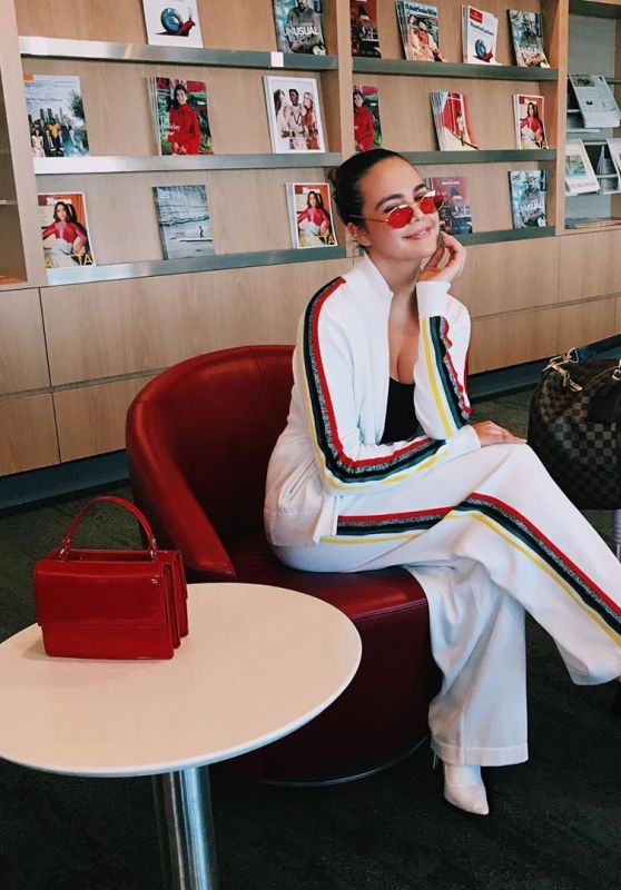 Bailee Madison - Personal Pics 02/08/2019
