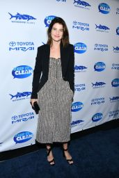 Cobie Smulders – Keep It Clean Live Comedy in LA 02/21/2019
