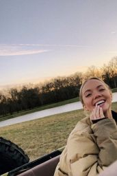 Danielle Bradbery - Personal Pics 02/01/2019