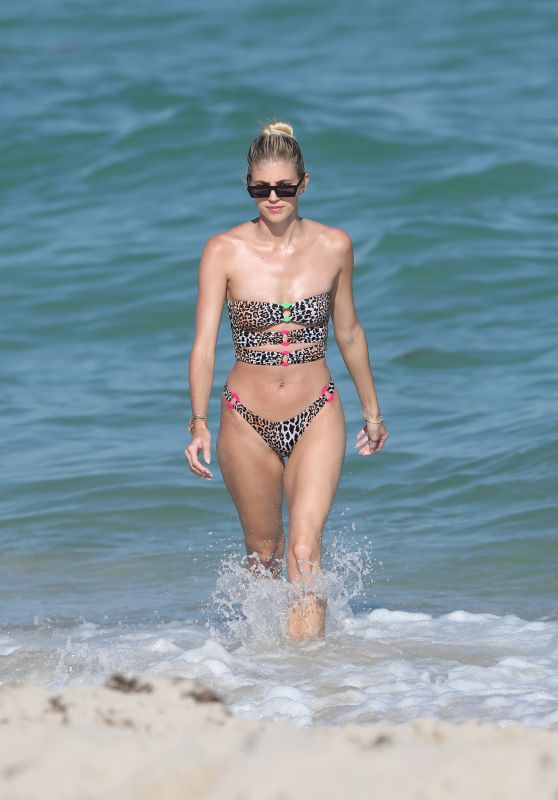 Devon Windsor in Bikini 02/17/2019