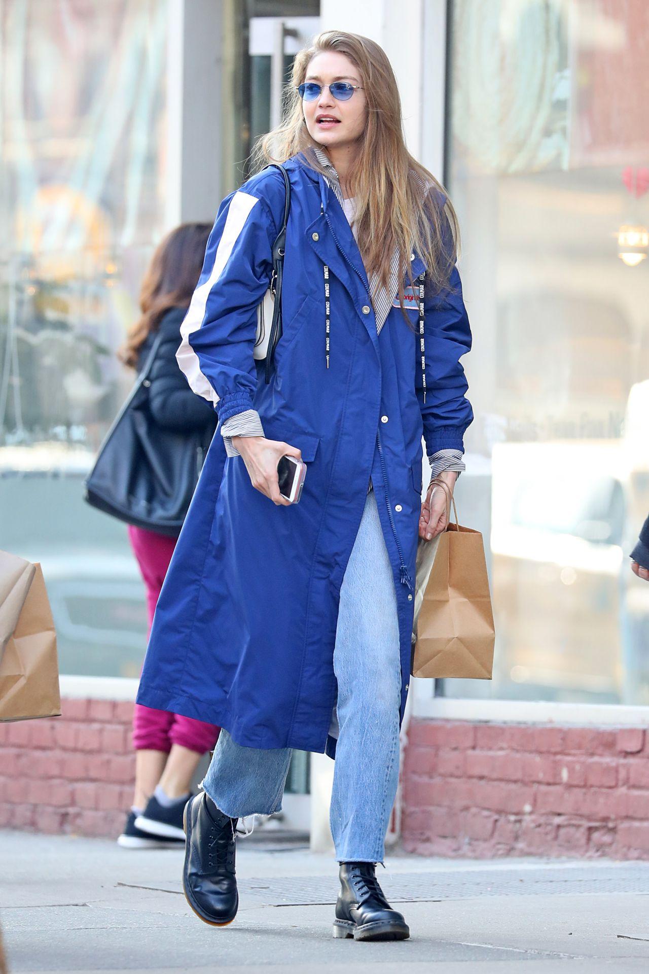 Gigi Hadid Street Style 02 03 2019