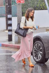 Jennifer Garner Brave The Rain - Pacific Palisades 02/03/2019