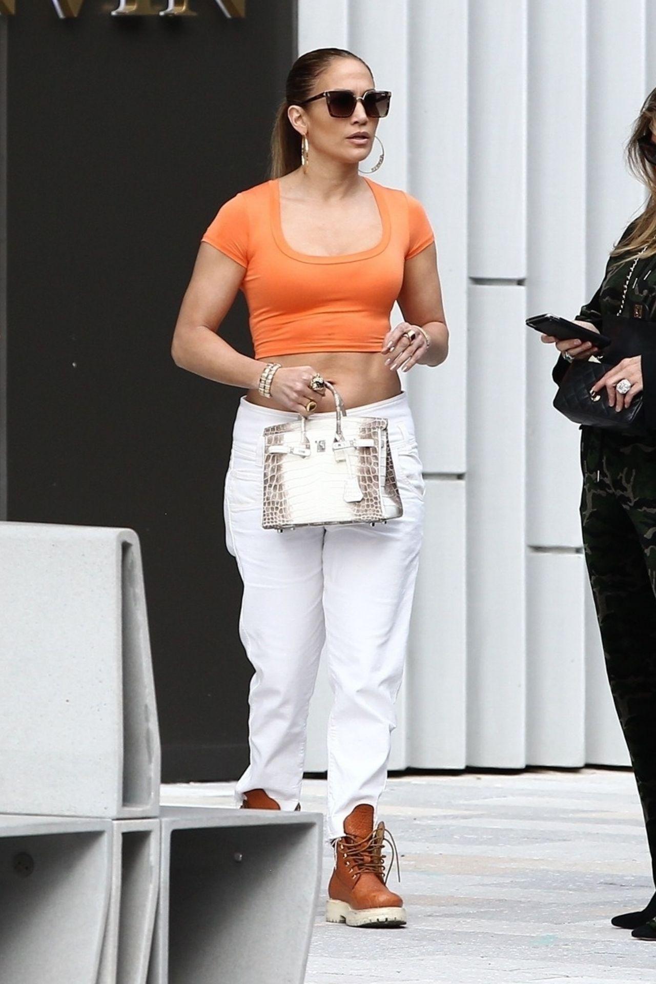 Jennifer Lopez Shopping for jewelry in Miami - Celebzz
