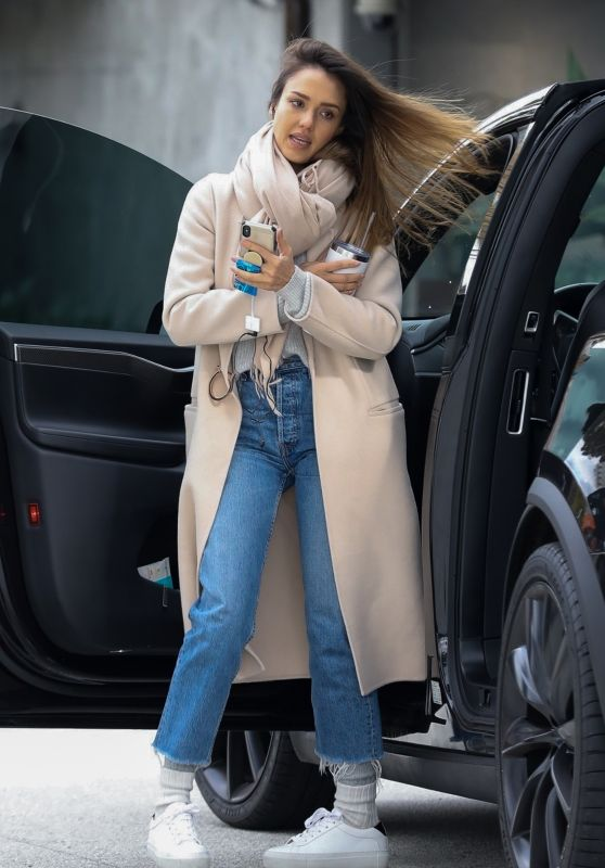 Jessica Alba - Shopping in Los Angeles 02/01/2019