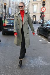 Karlie Kloss Street Fashion 02/25/2019