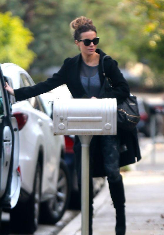 Kate Beckinsale - Returns Home in LA 01/31/2019