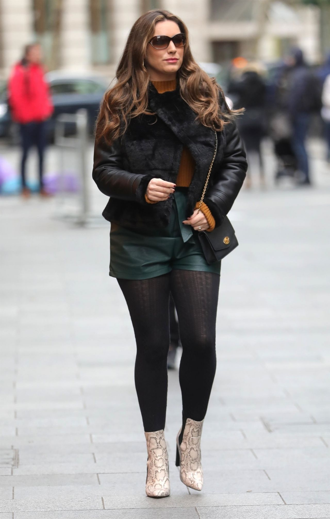 Kelly Brook In Leather Hot-Pants And A Fur Jacket 01312019-8896