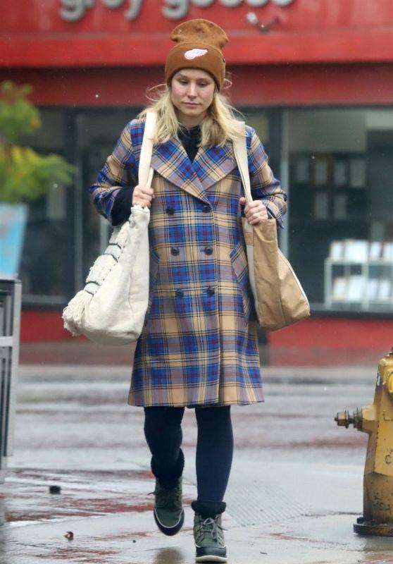 Kristen Bell - Running Errands on a Rainy Day in Los Feliz 02/14/2019