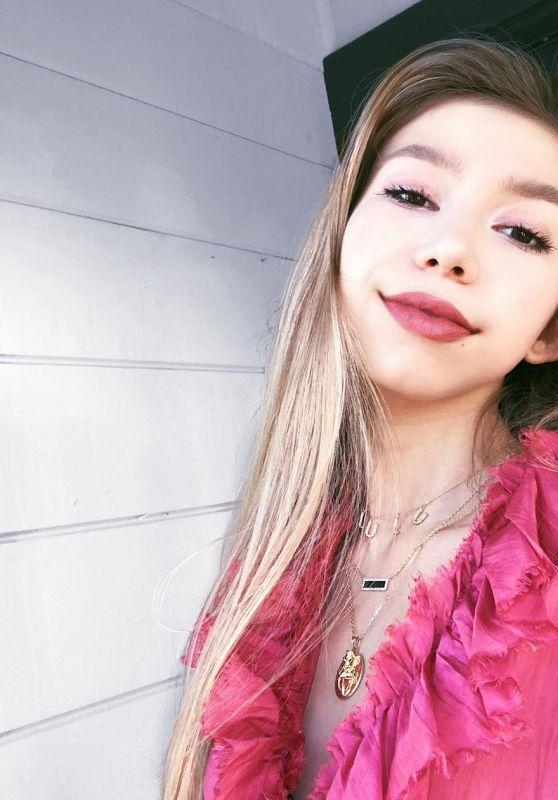 Lulu Lambros - Personal Pics 02/26/2019