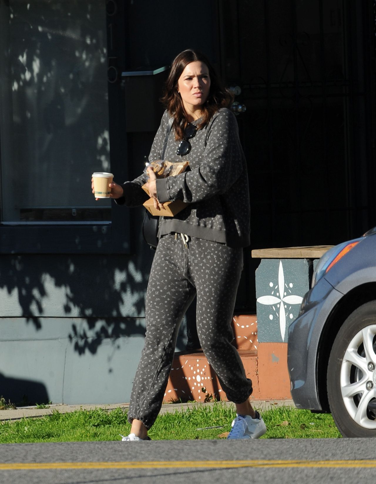 17 Casual Fashion Ideas This Fall: Mandy Moore In Casual Outfit