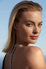 Margot Robbie - Harper's Bazaar Magazine December 2018 / January 2019 Photos