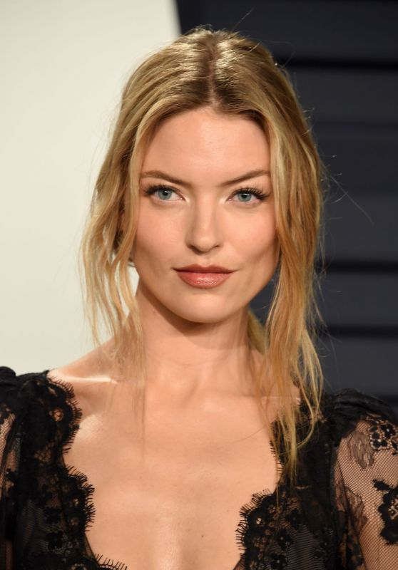 Martha Hunt – 2019 Vanity Fair Oscar Party