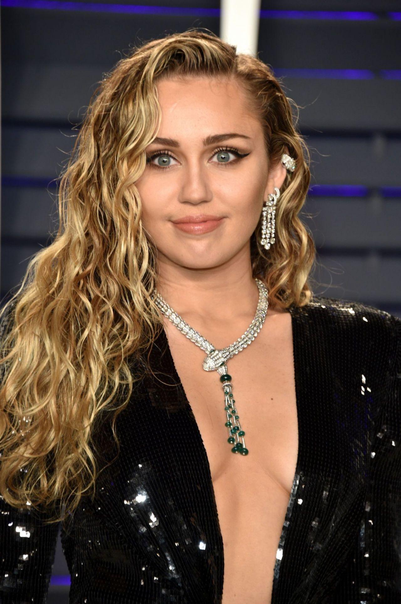 Miley Cyrus – 2019 Vanity Fair Oscar Party Miley Cyrus