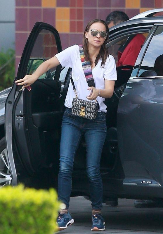 Natalie Portman Street Style 02/01/2019