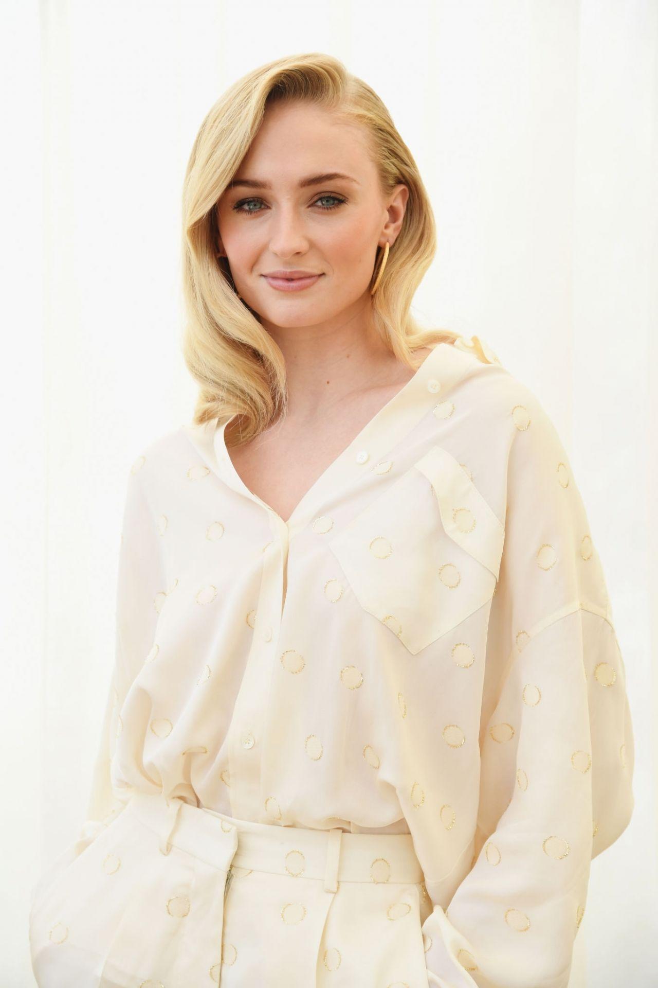 Emma Stone Vanity Fair Photoshoot Sophie Turner - Roc Na...