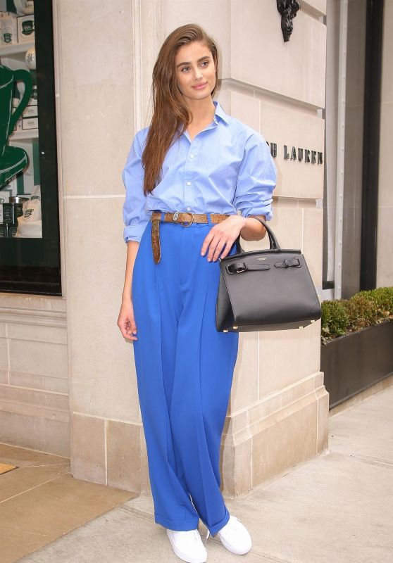 Taylor Hill Chic Style - Leaves the Ralph Lauren Fashion Show in New York 02/07/2019