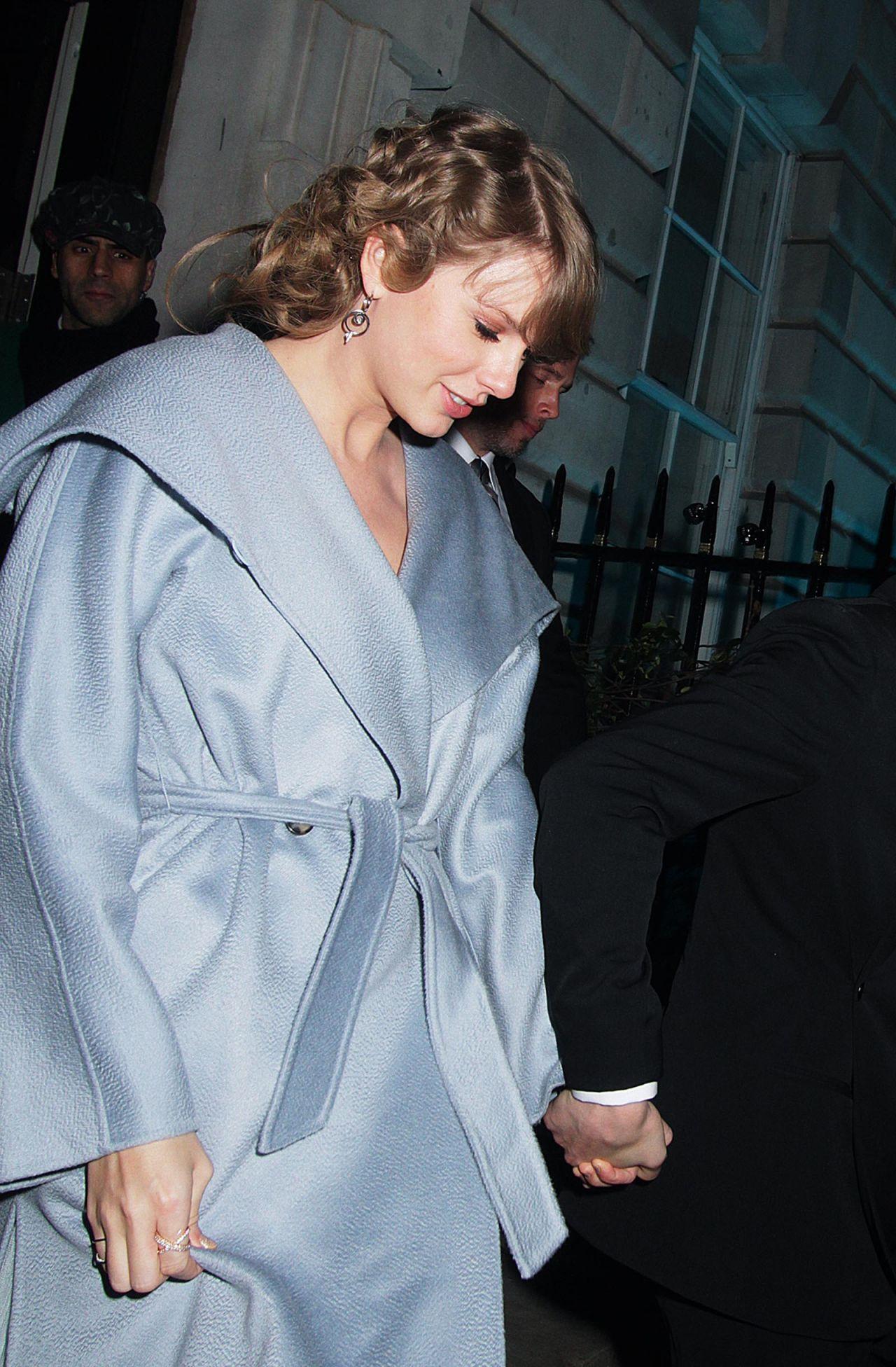Taylor Swift Amd Joe Alwyn Outside Annabel S In London 02 10 2019 Celebmafia