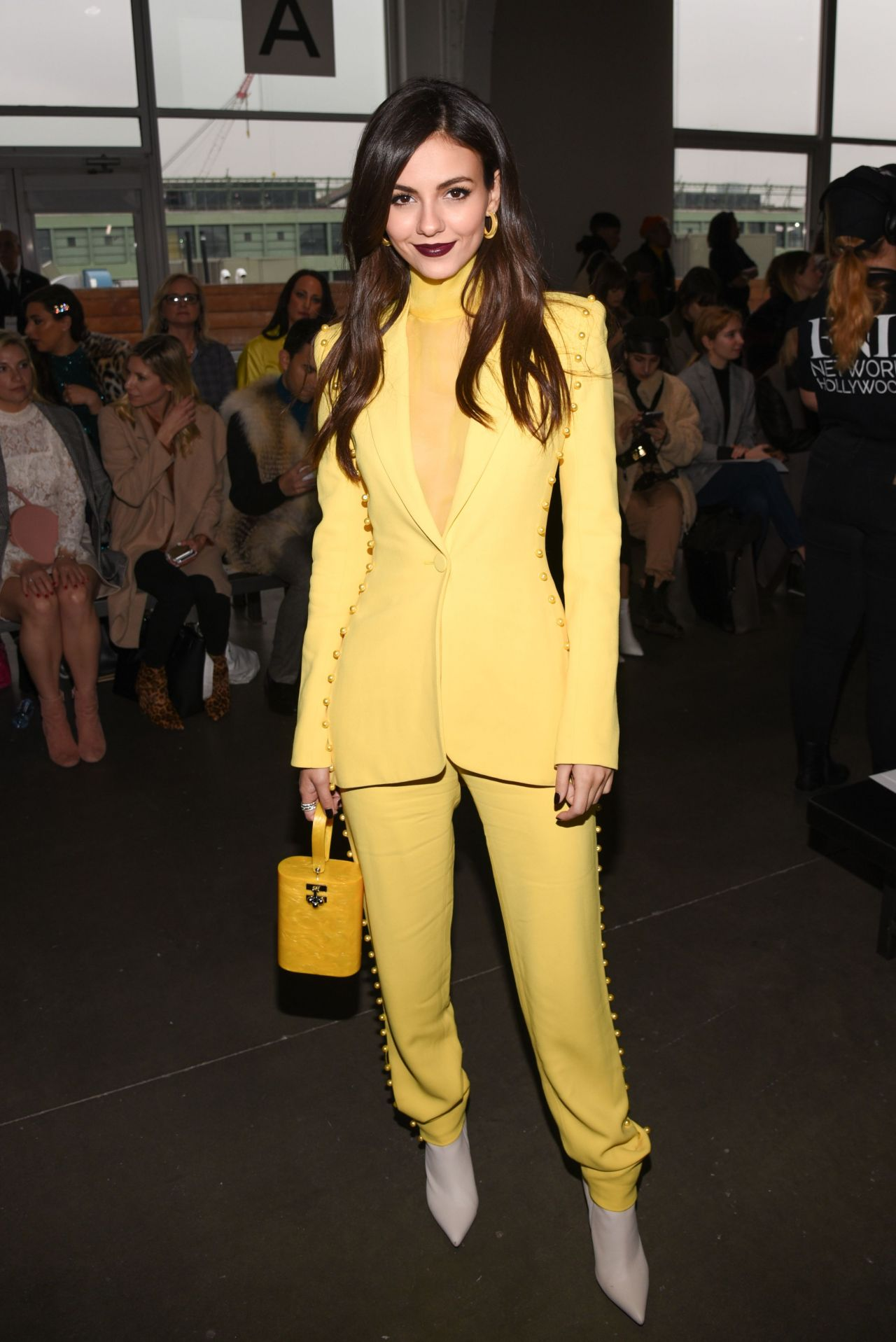 Victoria Justice Pamella Roland Fashion Show In Nyc 02