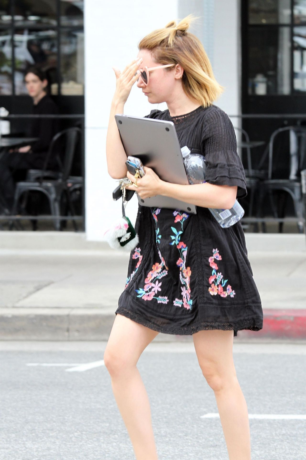 19 Stylish Fall Outfits Worth Copying: Outside Joan's On Third In