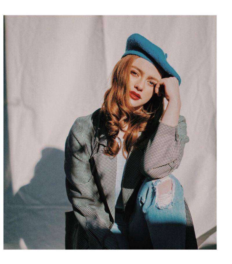 Petición de personajes (Busquedas) Danielle-rose-russell-grumpy-magazine-13-4