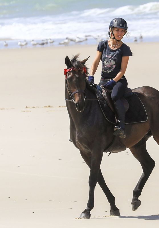 Elsa Pataky Takes Her Horse for a Ride 03/19/2019