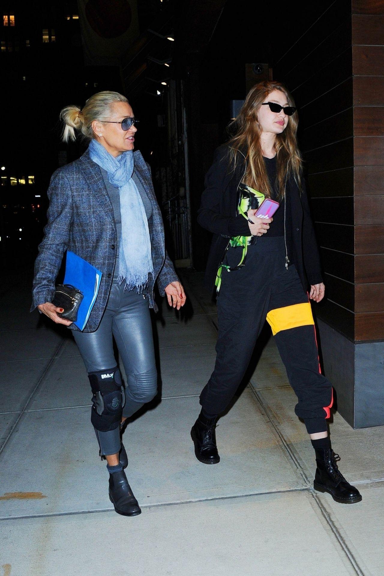 Gigi Hadid And Yolanda Hadid Bondst In Nyc 03 29 2019