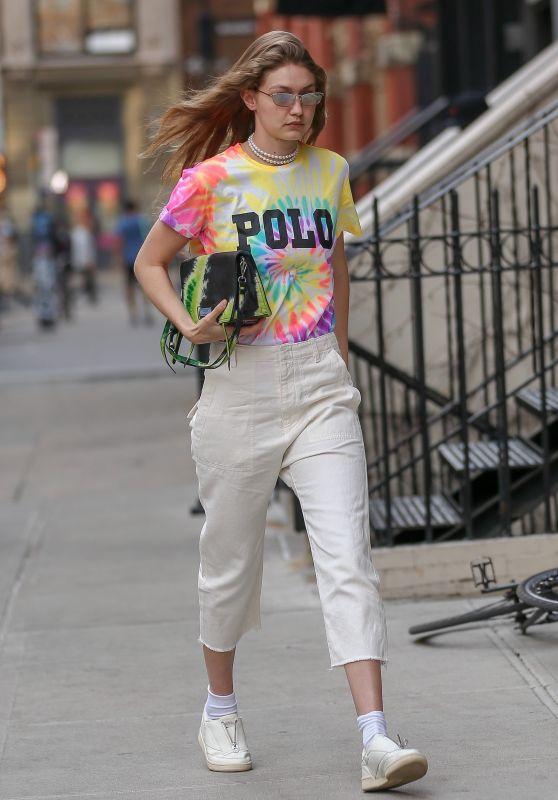 Gigi Hadid Street Style 03/30/2019