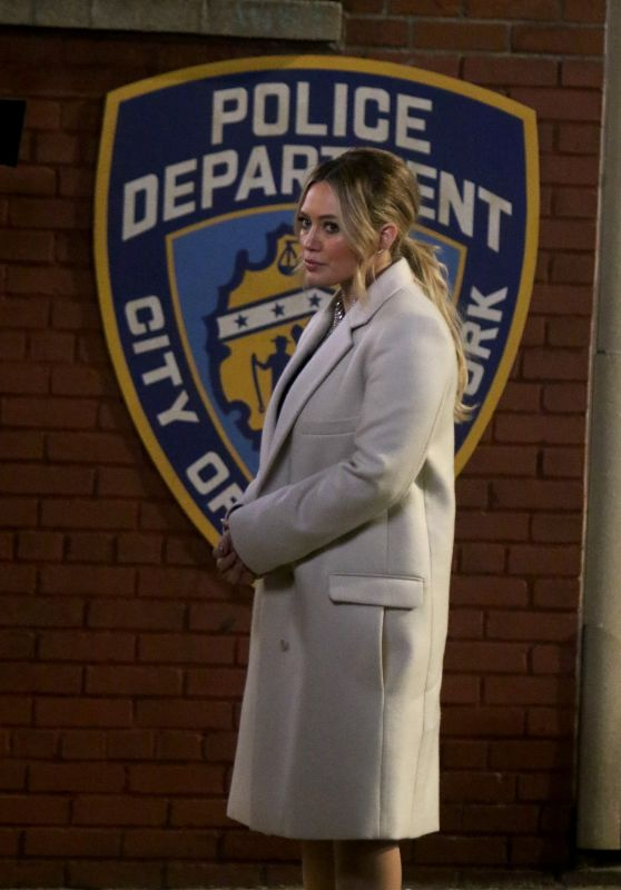 """Hilary Duff - """"Younger"""" Set in NYC 02/28/2019"""