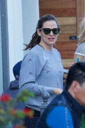 Jennifer Garner - Getting Coffee in Brentwood 03/25/2019