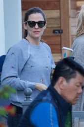 Jennifer Garner - Getting Coffee in Brentwood 03/25/2019