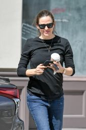 Jennifer Garner - Out in Studio City 03/09/2019