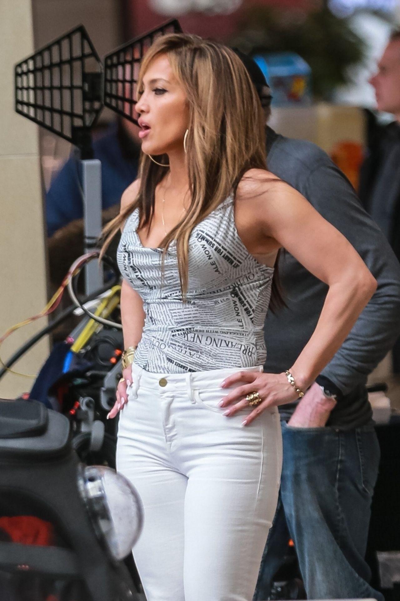 """Jennifer Lopez in Casual Attire - """"Hustlers"""" Set 03/26/2019"""