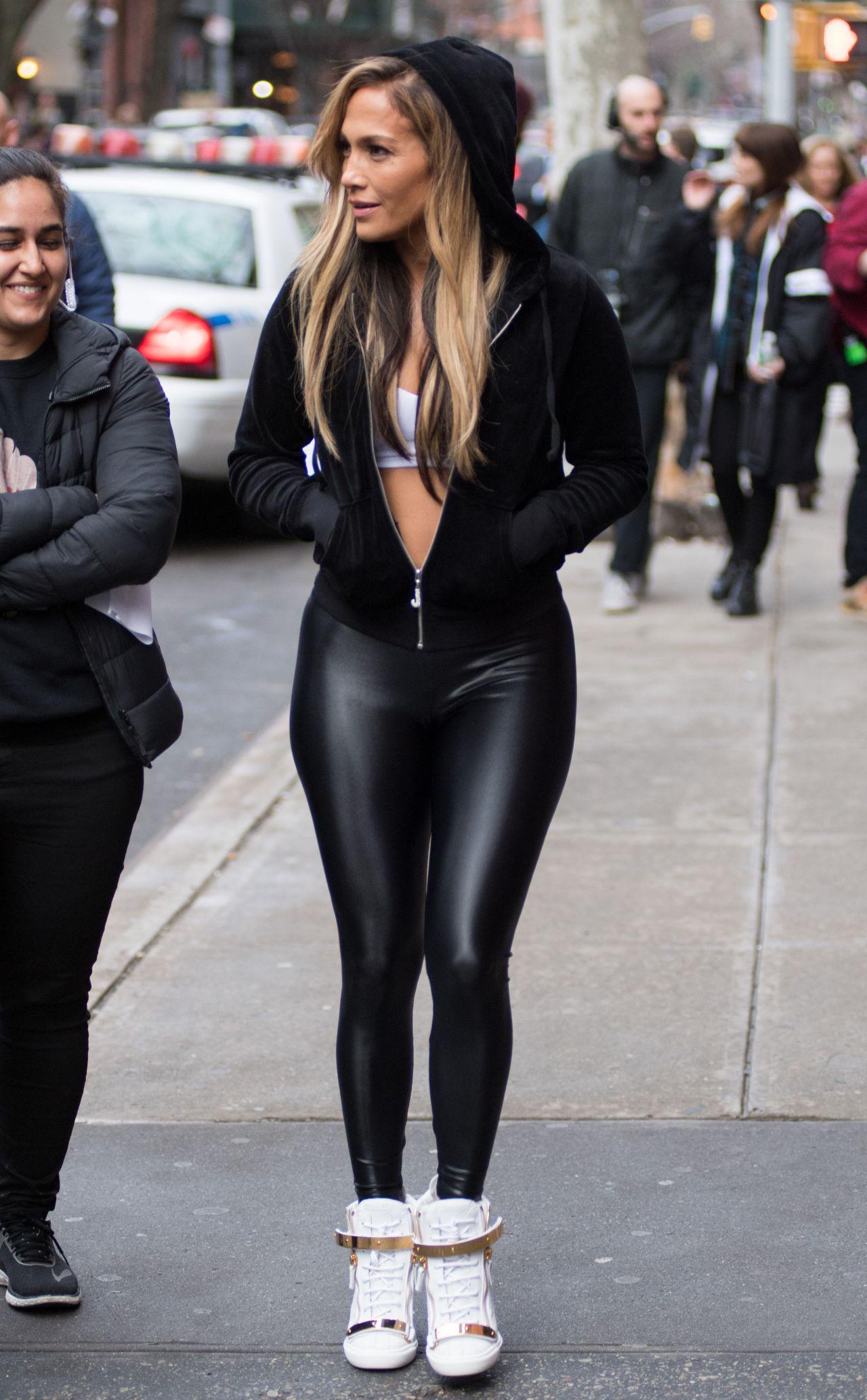 Jennifer Lopez in Span... Freida Pinto