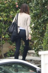 Kate Beckinsale - Arriving Back Home in Los Angeles 03/19/2019