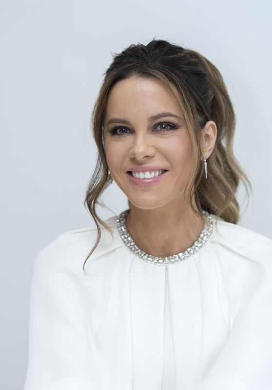 "Kate Beckinsale - ""The Widow"" Photocall in LA March 2019"