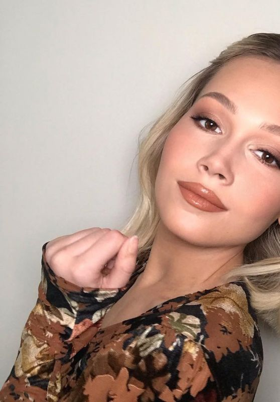 Kelli Berglund - Personal Pic and Video 03/28/2019