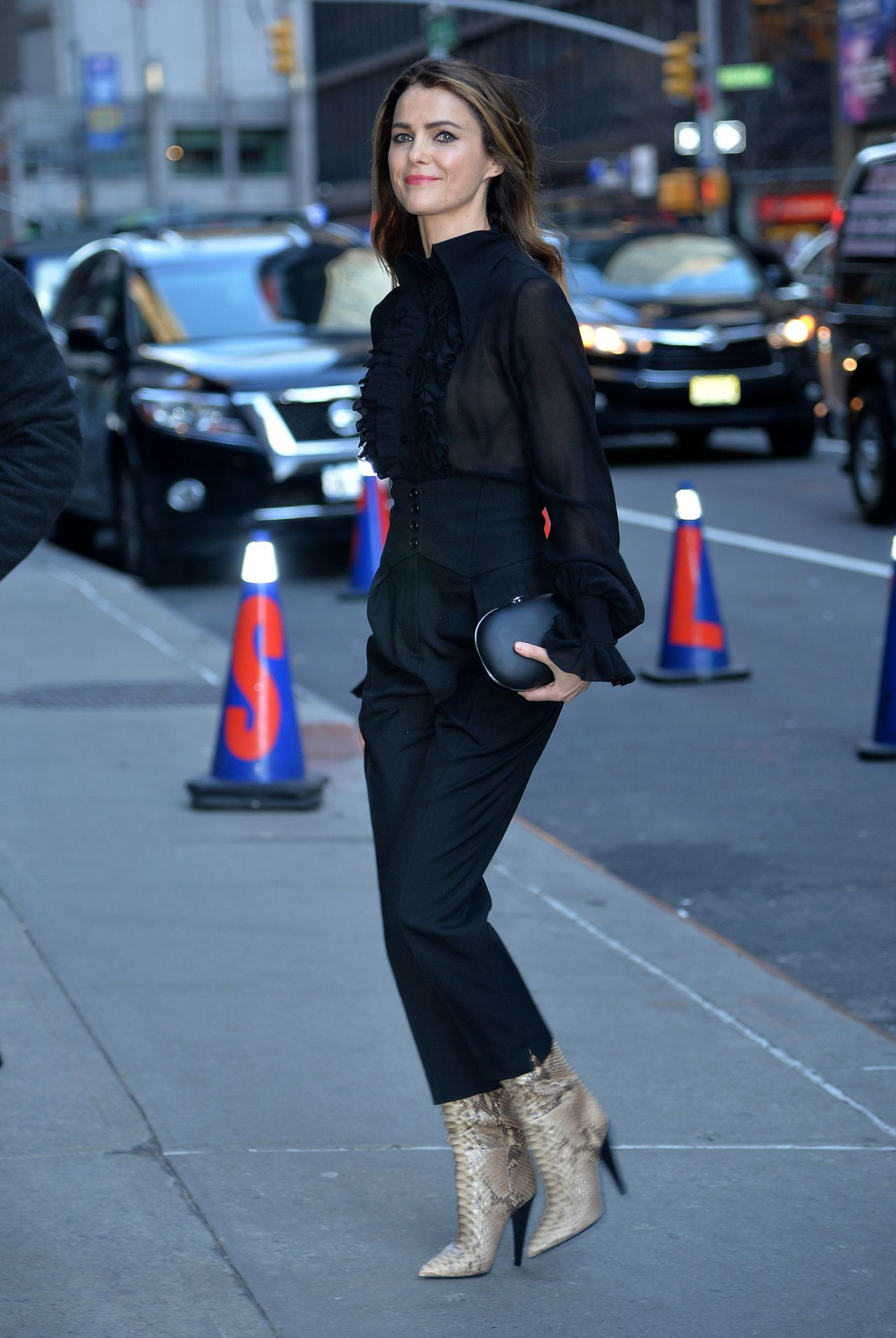 Keri Russell looking gorgeous while headed to The Late Show in NYC