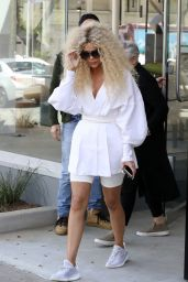 Khloe Kardashian - Out With Mom Kris Jenner 03/27/2019