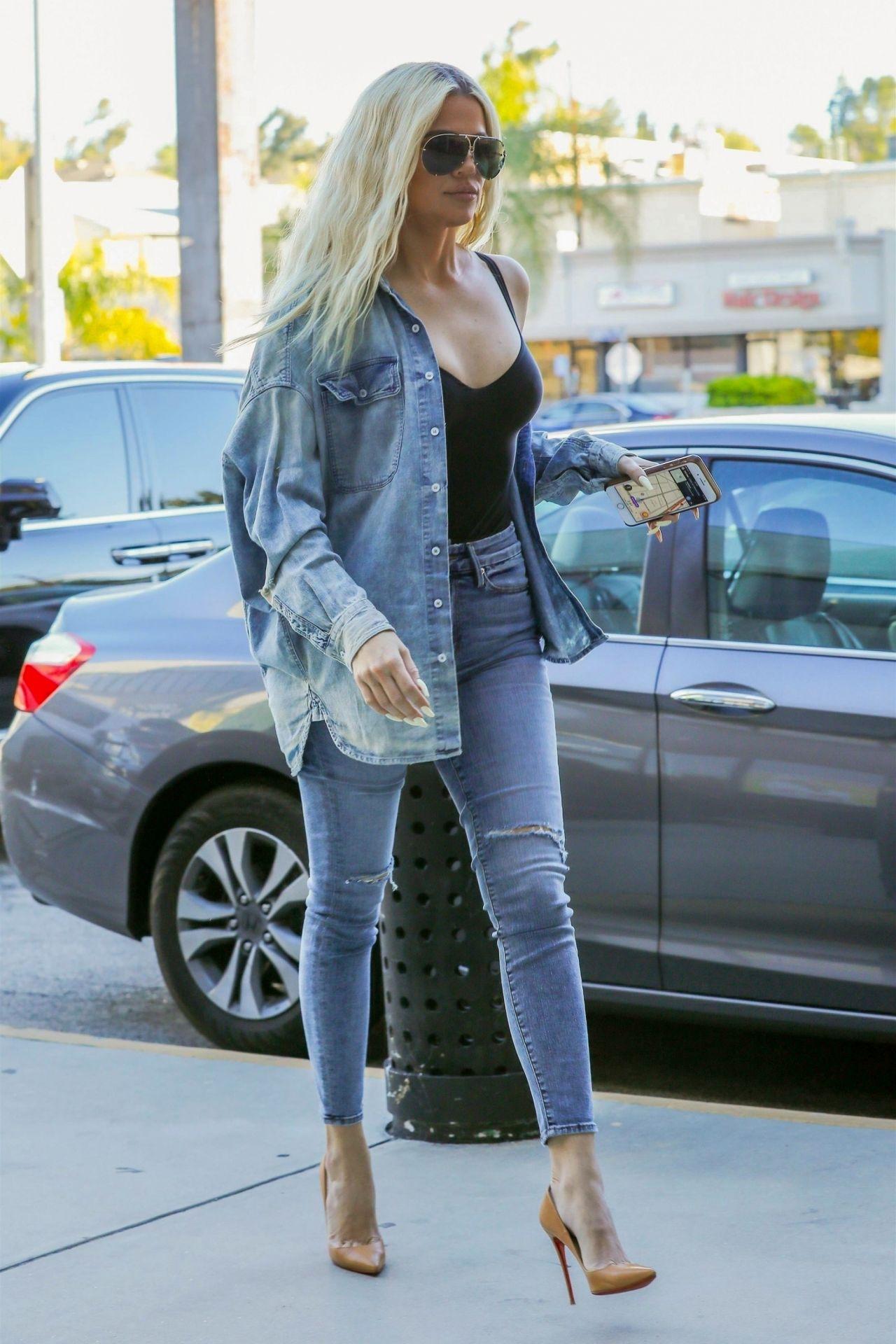 Khloe Kardashian Street Style 02 06 2019