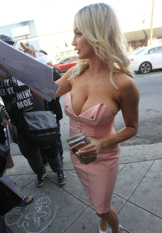 Lindsey Pelas - Arrives at a Fashion Show in Hollywood 3/29/2019