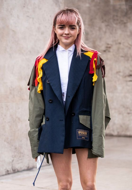 Maisie Williams - SACAI Fashion Show at the Paris Fashion Week 03/04/2019