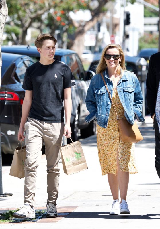 Reese Witherspoon Spring Street Style 03/28/2019