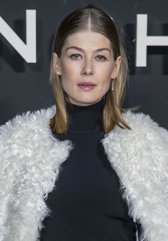Rosamund Pike – Givenchy Fashion Fashion Show in Paris 03/03/2019