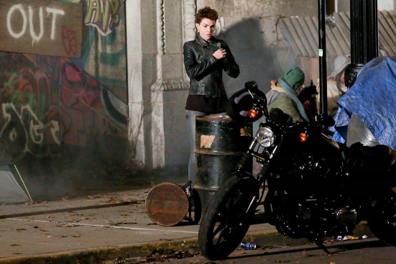Ruby Rose As Batwoman For Dc S New Tv Pilot Filmed In