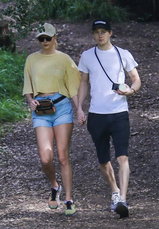 Taylor Swift and Joe Alwyn in the Santa Monica Mountains 03/04/2019